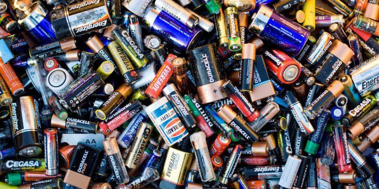 piles alcalines et lithium